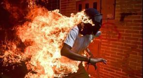 """""""رجل يحترق"""".. أفضل صورة صحفية لعام 2018 !"""