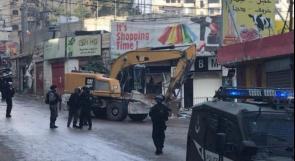 الاحتلال يخطر بهدم منازل في مخيم شعفاط بالقدس