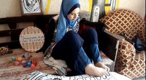 """ترسم وتطرّز بقدميها.. """"آية"""" تروي قصة شغف وإبداع عبر وطن"""