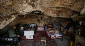 لم يجد اهالي خربة طانا شرق نابلس سوى الكهوف مسكنا بعد ان دمر الاحتلال بيوتهم