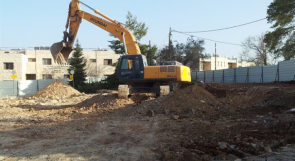 جرافات الاحتلال تهدم سوراً في جبع شمال القدس