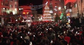 رام الله تحتفي بإضاءة شجرة الميلاد