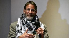"""جورج سميث الفائز بنوبل الكيمياء: """"إسرائيل"""" تنتهك القواعد الدولية"""