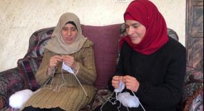 حنان وكفاح.. شقيقتان كفيفتان تعملان في نسج الصوف منذ عشرين عاماً