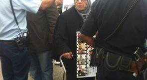 بالصور... قوات الاحتلال تعتدي بالضرب على والدة وشقيقة العيساوي