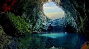 """بالصور.. بحيرة كهف """"ميليساني"""" في اليونان"""