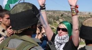 الاحتلال يعرقل عمل متضامنين في منشآت هدمها في الاغوار