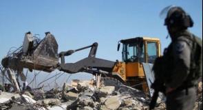 الاحتلال يهدم غرفا سكنية للمواطن محمد الدبابسة شرق يطا