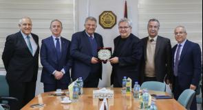 جامعة القدس تبحث التعاون الأكاديمي والمهني مع وفد تركي رفيع المستوى