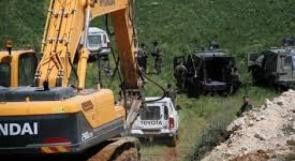 الاحتلال يجرف اراضي في قرية عوريف جنوب نابلس