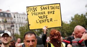 """الشرطة الفرنسية تفرق مظاهرة ضد """"الجواز الصحي"""" والتطعيم الإجباري"""