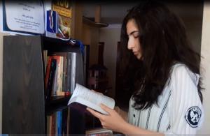 """خاص لـ""""وطن"""" بالفيديو.. نابلس: العقاد .. الأولى فلسطينيًا والسادسة عربيًا في قراءة وفهم الكتب"""