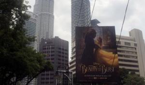 """فيلم """"الجميلة والوحش"""" يتصدر الإيرادات عالميا"""
