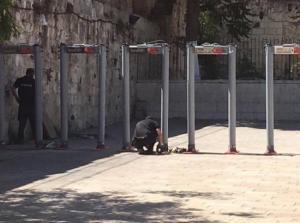 مفتي القدس يدعو لعدم الدخول إلى الأقصى عبر البوابات الإلكترونية