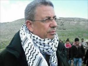 قوات الاحتلال تعتدي على د.البرغوثي و المصلين في باب الأسباط