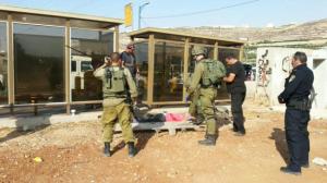 إصابة شاب بجروح خطيرة برصاص الاحتلال في الخليل بذريعة الطعن