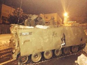 قوات الاحتلال تداهم الخليل بالمجنزرات