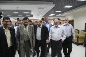 وفد من حماس والجهاد وتيار دحلان يغادر غزة الى القاهرة والشعبية ترفض