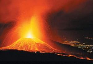 شاهد.. الحمم تتدفق من بركان كيلويا بهاواي