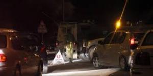الاحتلال يحتجز عشرات المركبات على حاجز الحمرا
