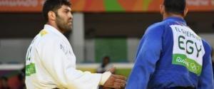 لماذا استدعى الحكم لاعب الجودو المصري بعد هزيمته أمام الإسرائيلي؟