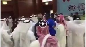 فيديو .. الوفد القطري يضرب الوفد السعودي في اجتماع مجلس التعاون الخليجي