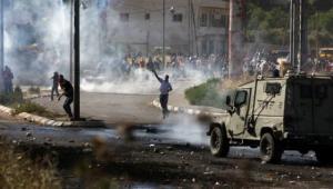 إصابات بالغاز بمواجهات مع الاحتلال في بيت أمر