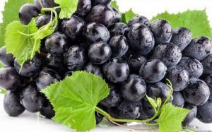 كيف يحمي العنب الأسود من تصلب الشرايين ؟