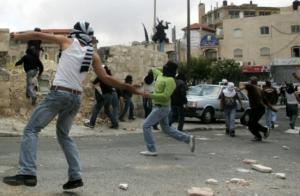 اصابتان بالمطاط و25 بالاختناق في مواجهات أبو ديس