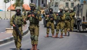 الاحتلال يعتقل شابين أحدهما مصاب ويدهس ثالثا في مواجهات شرق طولكرم