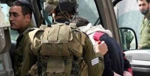 الاحتلال يعتقل شابا من بلدة بيت امر