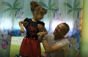 كي لا تلقى مصير شقيقتها.. عائلة الطفلة سارة تناشد الرئيس عبر وطن لإنقاذ حياتها!