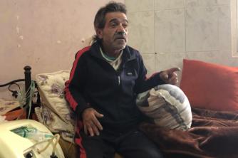 """مريض بالرئة يُناشد أهل الخير عبر """"وطن"""" لتأمين ثمن أدويته"""