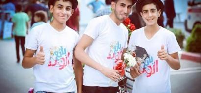"""خاص لـ""""وطن"""": بالفيديو.. غزة : جامعي يستبدل البطالة ببيع الورد"""