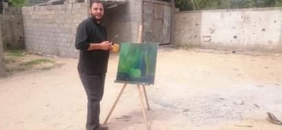 """خاص لـ """"وطن"""" بالفيديو .. غزة : الفنان السحّار عانى من شراء الألوان فأبدع في صنعها"""