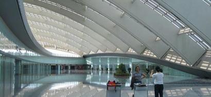 إلغاء مئات الرحلات الجوية في مطار بكين بسبب الطقس