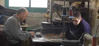 """خاص لـ """"وطن"""": بالفيديو.. الخليل: أصحاب مصانع الأحذية: على الحكومة منع المستورد، عندها سننتعش"""