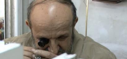 """خاص لـ""""وطن"""" بالفيديو .. يامين، أقدم ساعاتي في نابلس"""