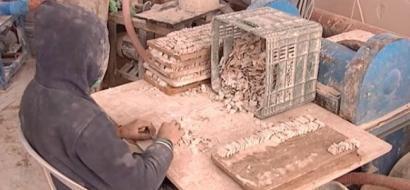 """خاص لـ""""وطن"""" بالفيديو .. في بيت ساحور حرفة التصديف لتزيين المجسمات الدينية والوطنية"""