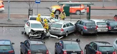 أنباء عن وقوع إصابات باقتحام سيارة حشد قرب محطة مترو في هلسنكي