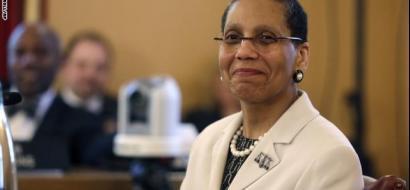 أول قاضية أمريكية مسلمة ليست مسلمة، وموتها يحيّر الولايات المتحدة !