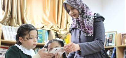 """خاص لـ""""وطن"""" بالفيديو.. غزة : تطبيق ذكي يحول المنهاج المدرسي إلى صور ثلاثية الأبعاد"""