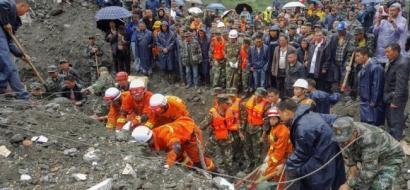 141 شخصا ربما دفنهم الانهيار الأرضي في الصين