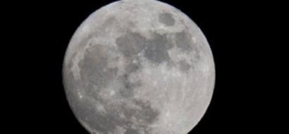 الليلة.. ترقبوا ظاهرة فريدة للقمر حدثت أول مرة منذ 99 عاماً
