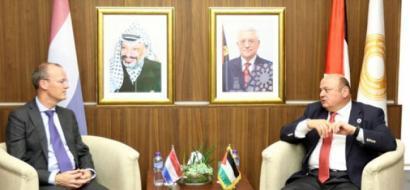الشوا يطلع محافظ البنك المركزي الهولندي على اخر تطورات القطاع المصرفي الفلسطيني