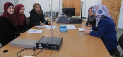 """خاص لـ""""وطن"""": بالفيديو.. غزة: نموذج كرسي للمعاقين يعمل بالأوامر الصوتية"""