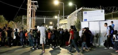 نقل آلاف اللاجئين من اليونان وإيطاليا إلى دول أوروبية أخرى