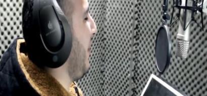 """خاص لـ""""وطن"""": بالفيديو.. الخليل: نور.. كفيف يغني ويعزف وينتج الكليبات"""