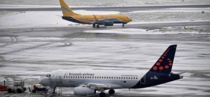 إلغاء مئات الرحلات الجوية في أوروبا بسبب الثلوج