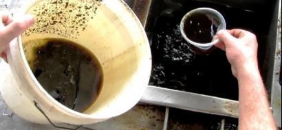 """خاص لـ """"وطن"""": بالفيديو.. غزة: زيت الطهي وقود المركبات في وقت الأزمات"""